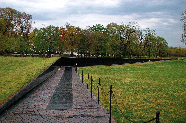 Vietnam Veterans Memorial Maya Lin Sartle Rogue Art History